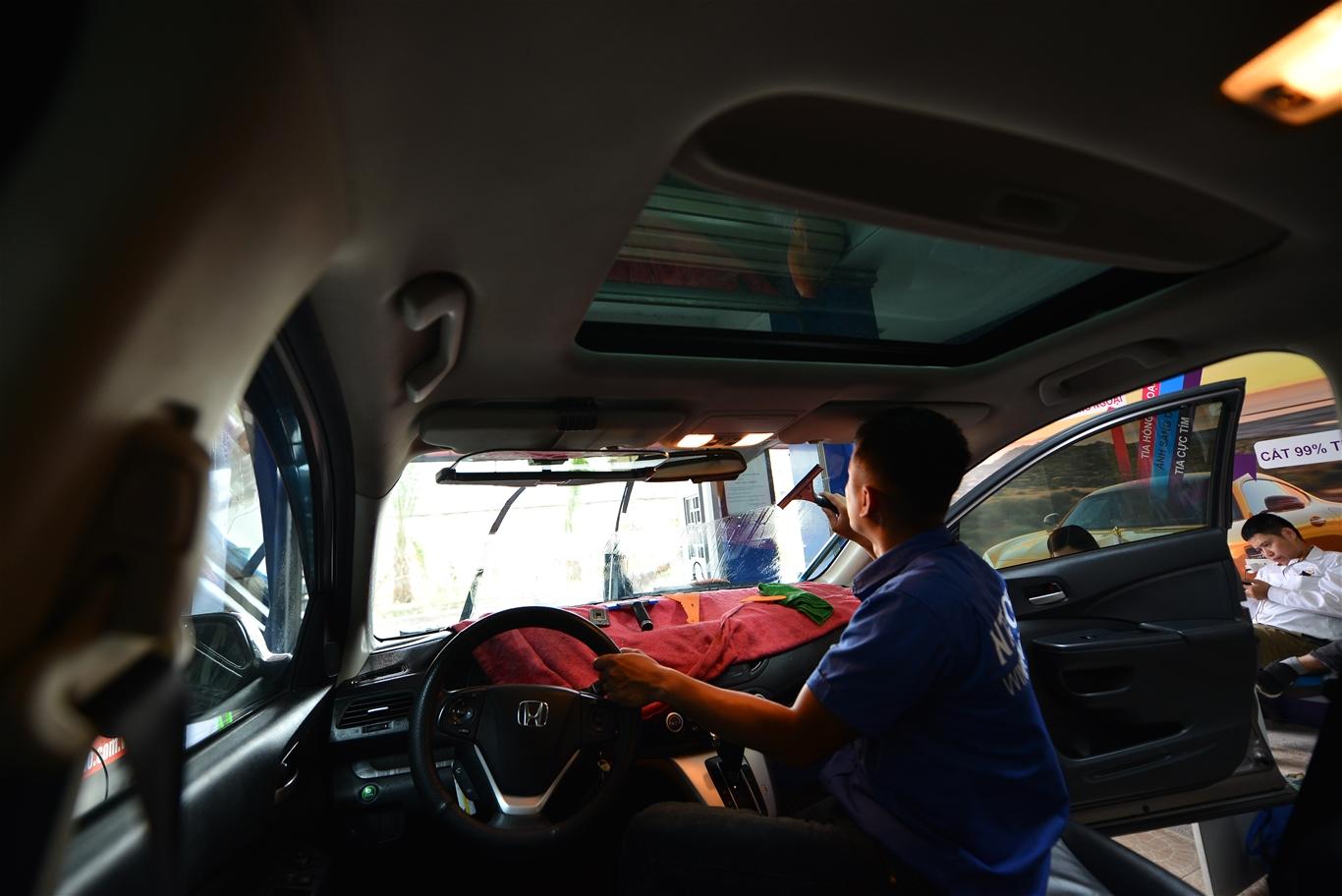 phim dán kính lái ô tô